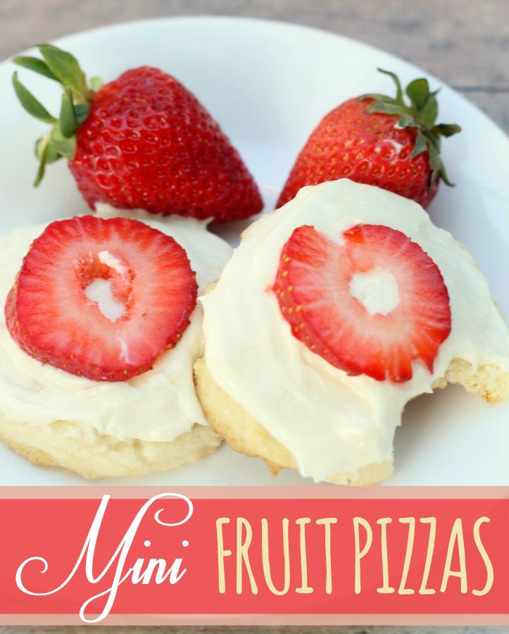 Super Yummy Mini Fruit Pizzas { lilluna.com } #fruit #pizza