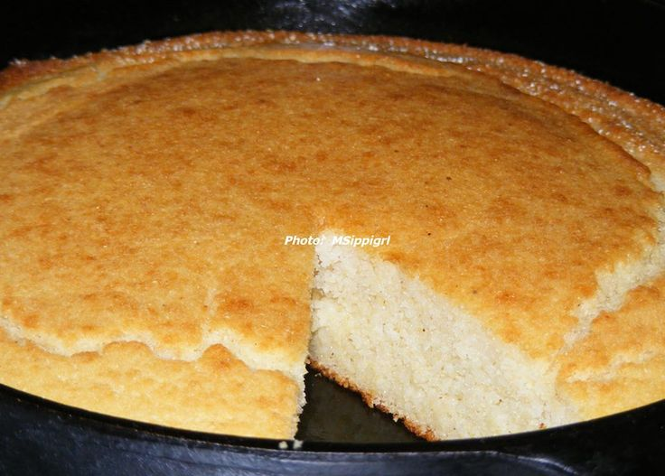 Southern Skillet Cornbread ----- an absolute must on most Southern ...