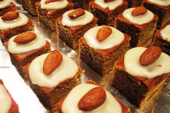 Paleo Pumpkin Gingerbread Cake w/ Maple-Vanilla Frosting