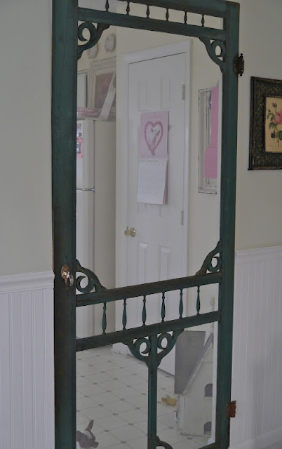 Would love to have an old fashioned screen door like this
