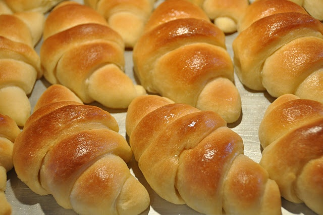 Buttery Dinner Rolls | this makes me hungry.. | Pinterest