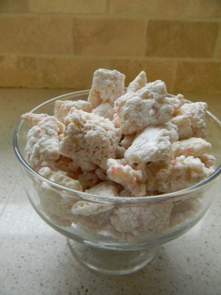 Peppermint Puppy Chow This is a super easy and ridiculously tasty ...