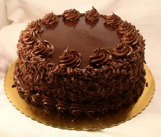 Huge Chocolate Cake Images : More dammit, MORE!!!!! must havv junkk food.... Pinterest
