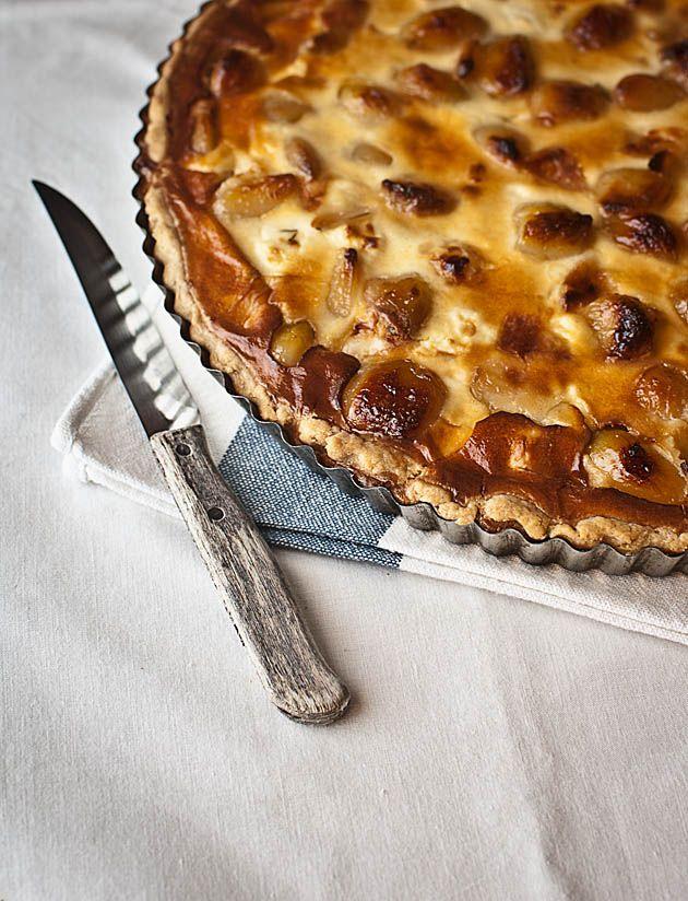 Caramelized garlic and goat cheese tart / Tarta de ajos confitados y queso de cabra | El Invitado de Invierno