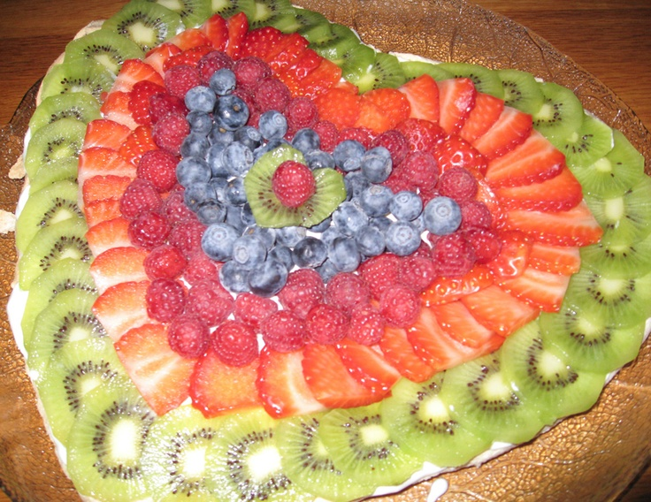 Valentine Pavlova with kiwi, strawberry and blueberry topping