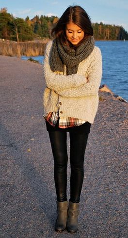 Chunky scarf and sweater with a plaid shirt. Easy and chic.