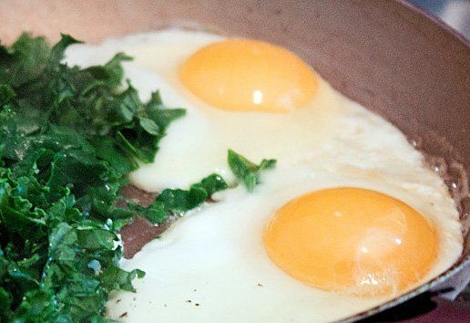 Perfect Fried Eggs: Getting the Whites to Set *quick trick!