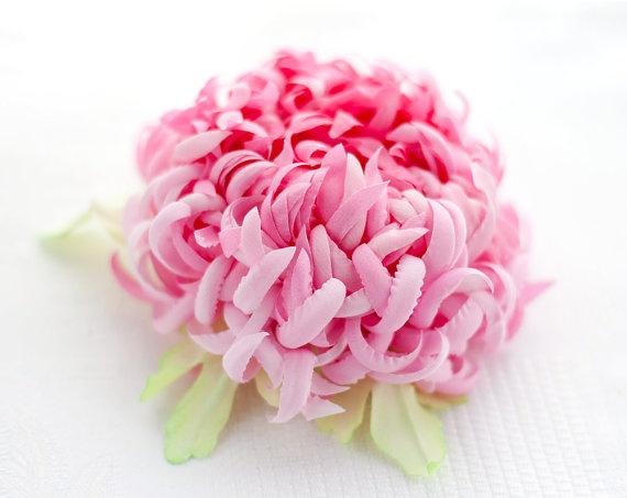 Flower hair accessories. Pink chrysanthemum.