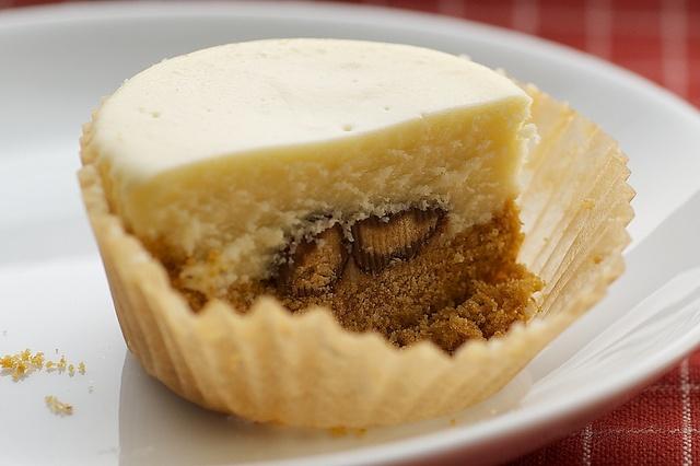 Peanut Butter-Finger Mini Cheesecakes Recipe — Dishmaps