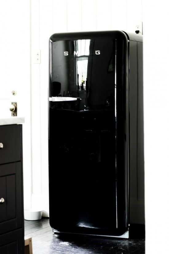 smeg design vintage style fridge black attack pinterest. Black Bedroom Furniture Sets. Home Design Ideas