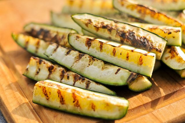Sweet and Spicy Grilled Pickles ~ I don't can but I may have to start ...