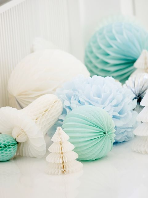 missetoile.dk  Paper decorations - paper flowers, paper bells and paper pom-poms...