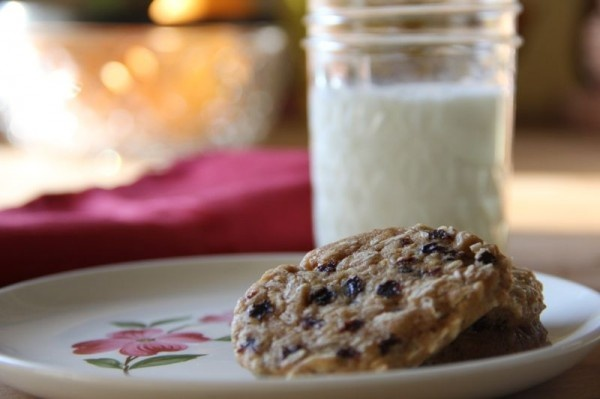 orange-oatmeal-currant cookies! (orange zest is a magical thing)