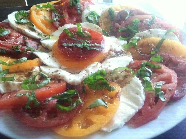 Heirloom tomato caprese salad | Good recipes | Pinterest