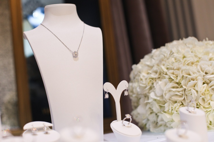 Belle by Harry Winston Event, Diamond Pendant, Diamond Earstuds, Round Brilliant-Cut Engagement Ring