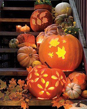 Great ideas for carving pumpkins~! Lovely display~!