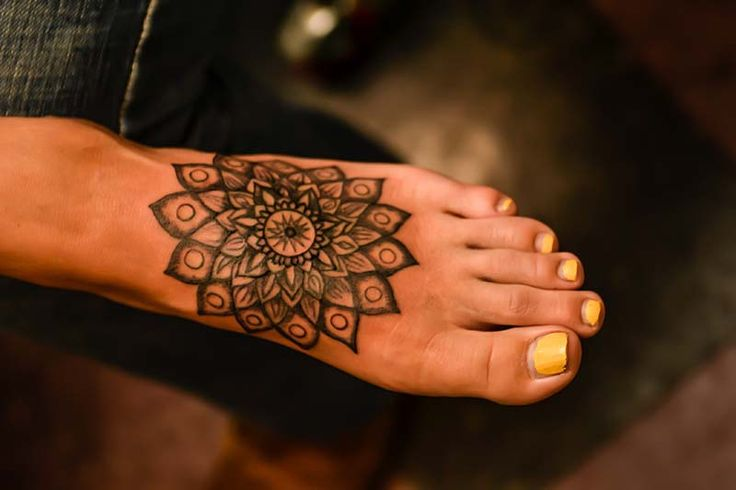 Ankle Charm Bracelet Tattoos, Cool Feminine Tattoo Designs for the Foot.