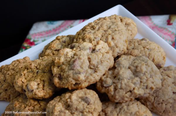 Chewy Chocolate Chip Oatmeal Cookies----I've made these. They're good...