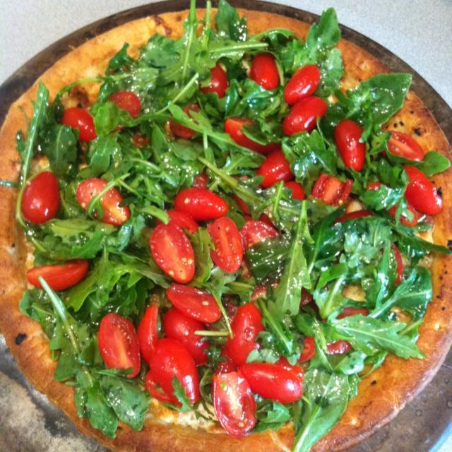 Pizza with Arugula and Tomato Salad | Food | Pinterest