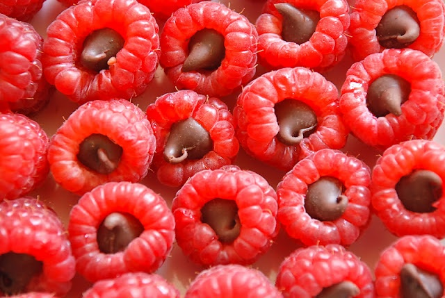 Chocolate stuffed raspberries! | Eat! | Pinterest