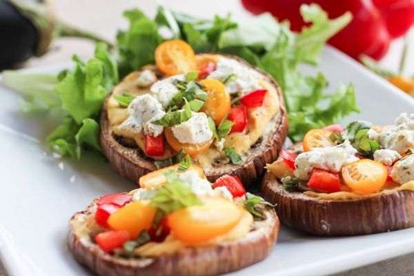 Eggplant pizzas! A healthy, simple vegetarian meal or pretty party ...