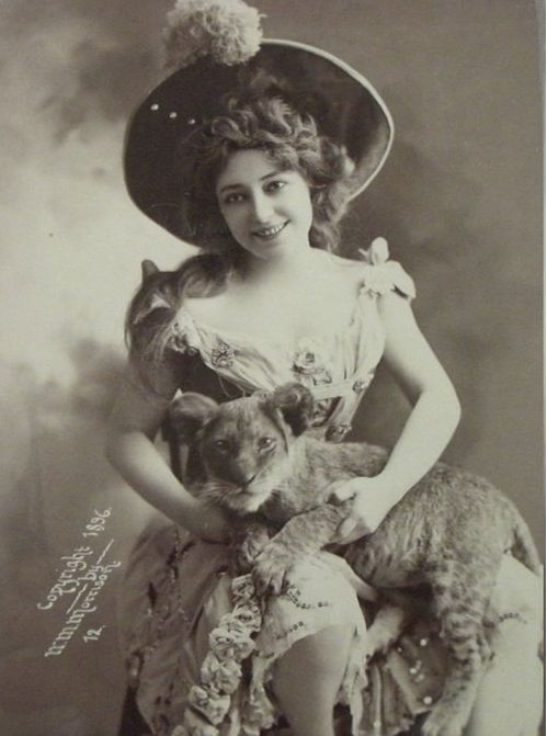 1896 photo of a lady and her kitty.