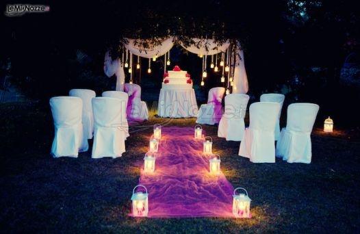 ... della cerimonia di matrimonio in giardino con candele. Una wedding
