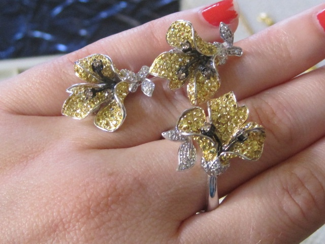 94. Set: ring and earrings - orchid design with yellow saphire petals