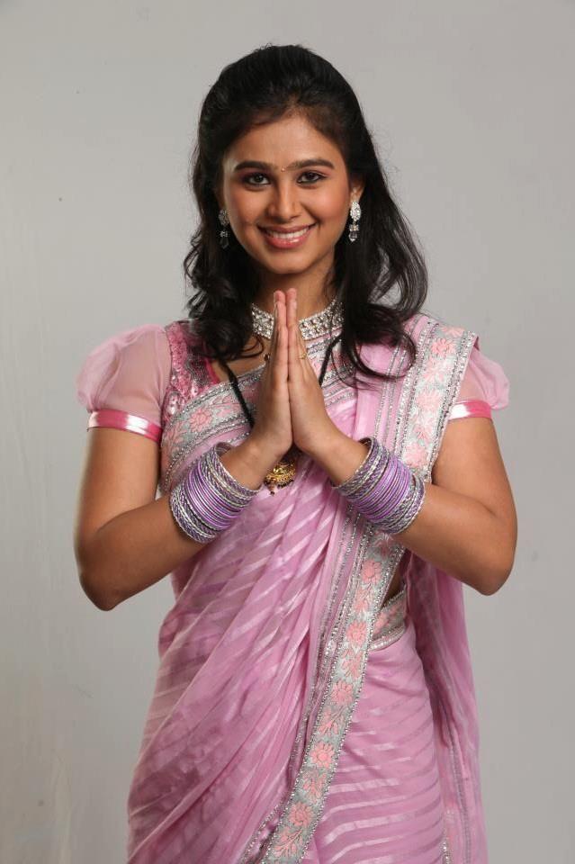 Actress Mrunal Dusanis in Saree   Bollywood   Pinterest