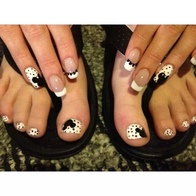 Микки маус на ногтях на ногах