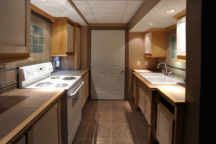Nice flooring, sink & counter tops... Basement Kitchen Ideas Pint ...