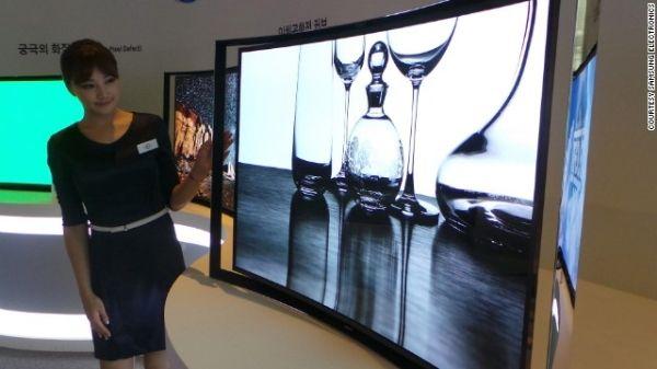 Tivi màn hình cong mới có trên thị trường cũng bắt nguồn từ Hàn Quốc