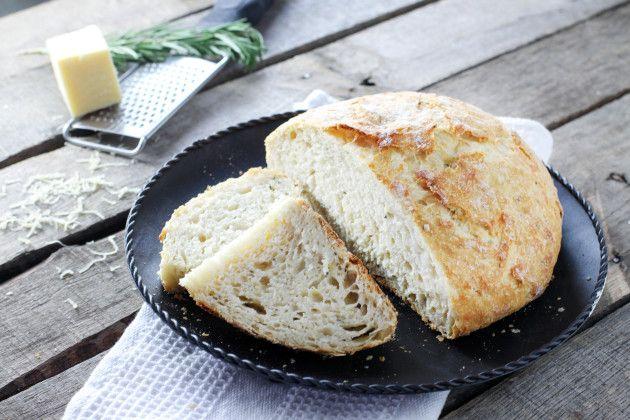 No Knead Artisan Bread with Rosemary & Gruyere