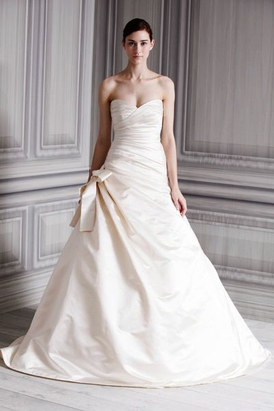 photos wedding dresses for an hourglass body