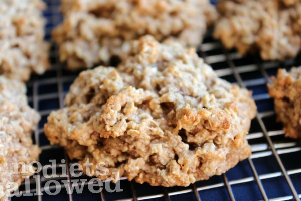 Banana Cinnamon Oatmeal Cookies