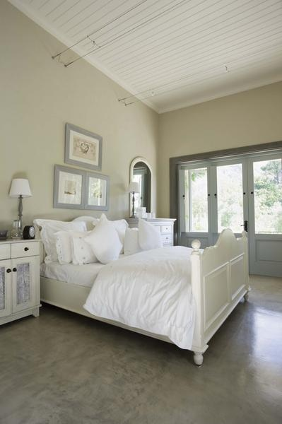 how to stage a master bedroom