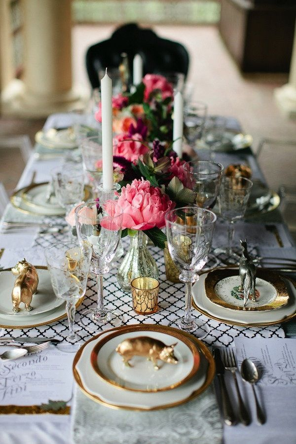 Black and white pink and god tablescape wedding for Black and white tablescape ideas