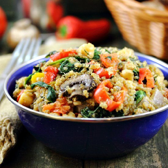 Mixed Veggie Quinoa with Spinach, Garlic, Tomatoes and Chickpeas ...