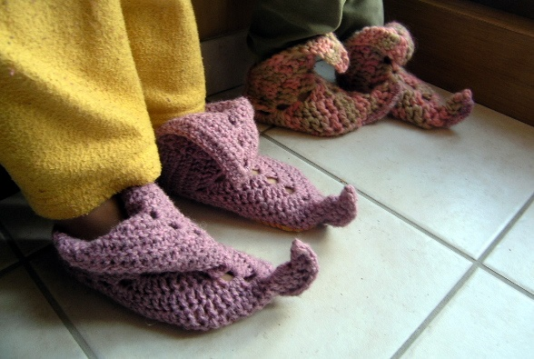 Pretty elf slippers or princess shoes crochet