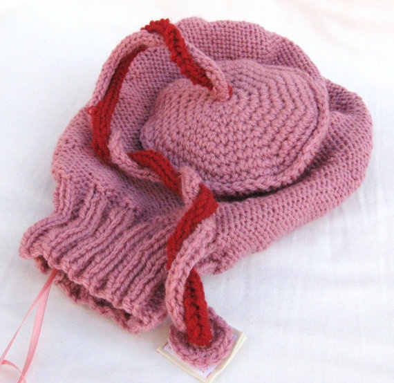 Knitted Uterus with Placenta