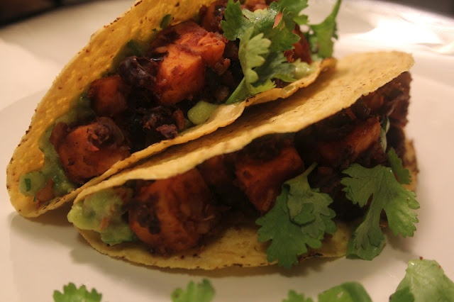 AMAZING Chipotle Sweet Potato Tacos with Black Beans and Guacamole ...