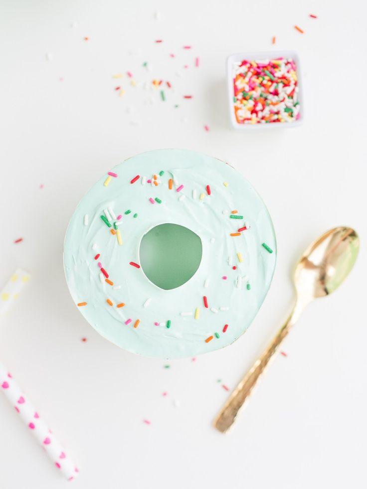 Eats // Donut shaped mini ice cream cakes