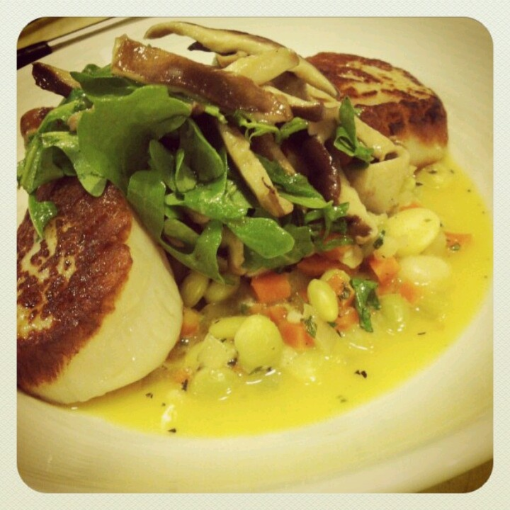 Pan seared scallops, butter beans and a mushroom arugula salad with ...