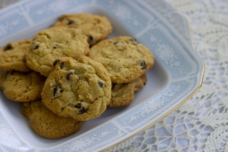 new york times chocolate chip cookies (featuring Noritake's Lacewood ...