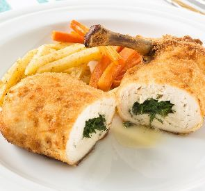 Baked chicken Kiev recipe - This famous Ukrainian dish is extremely ...