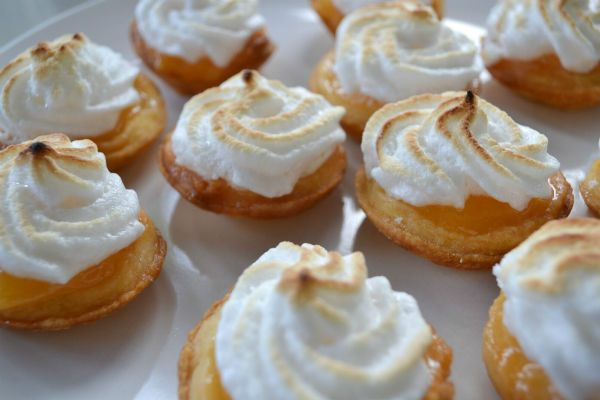 Mini lemon meringue pie recipe | recipe's | Pinterest