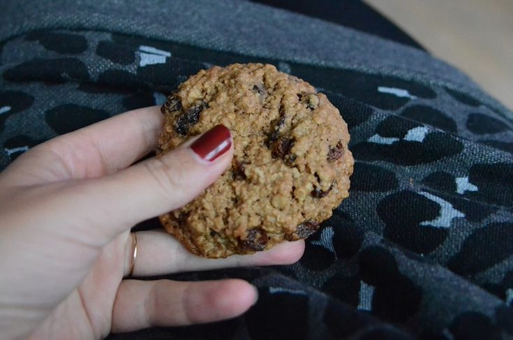FOODIE: Chunky Chewy Oatmeal Raisin Cookies - Annemerel