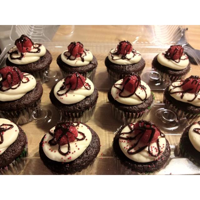 The Collegiate Baker: Raspberry Truffle Stuffed Cupcakes