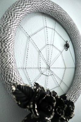 Baker's Twine Spider Wreath #2berrycreative #bakerstwine www.2berrycreative.com