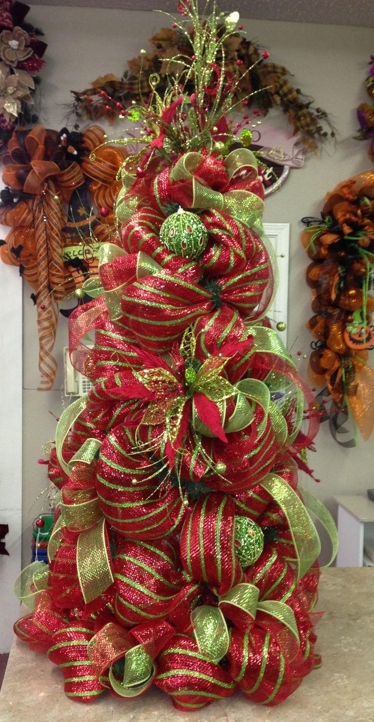 Deco mesh tree decorations pinterest for Deco christmas decorations